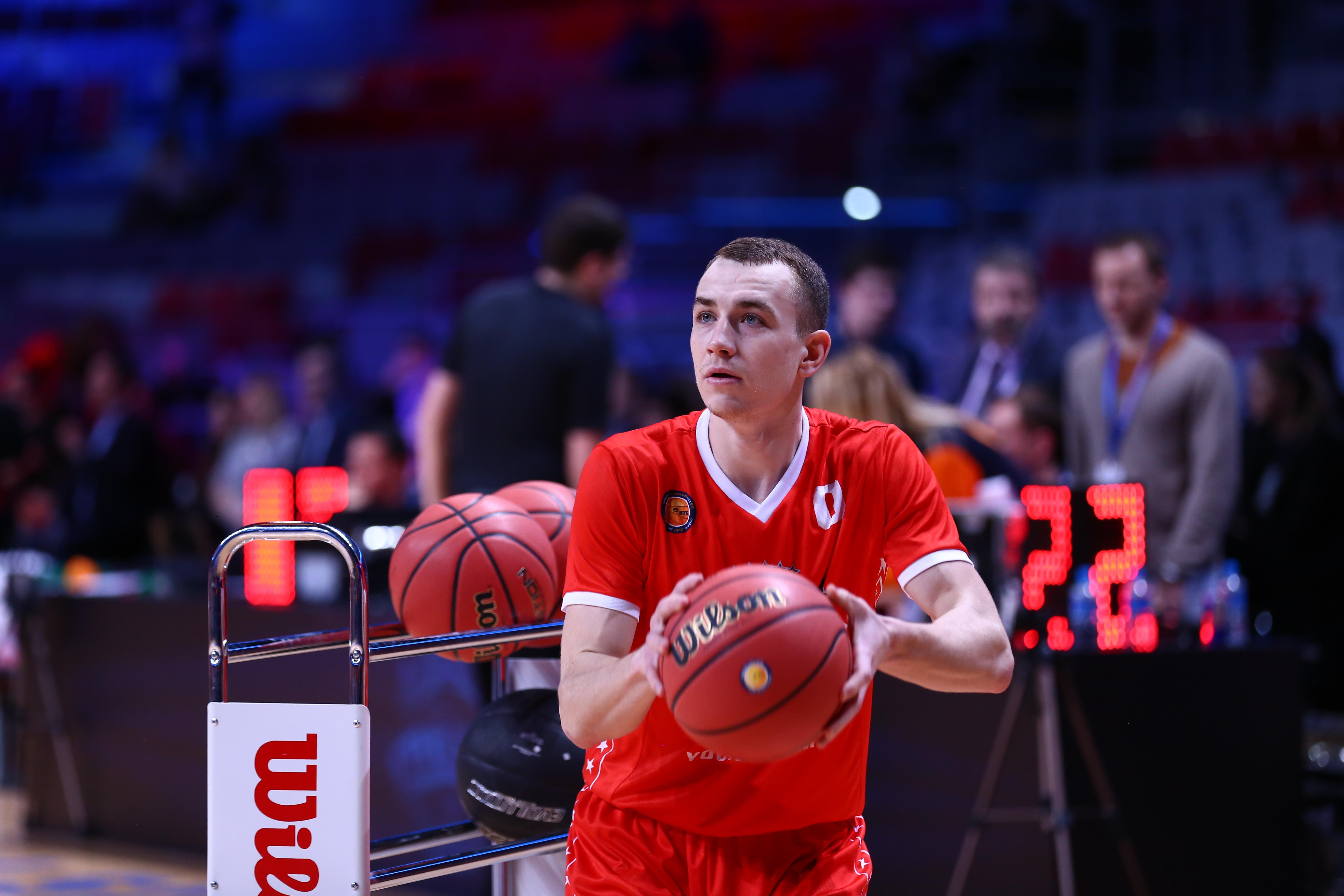 Максим Кондаков — победитель конкурса трехочковых!